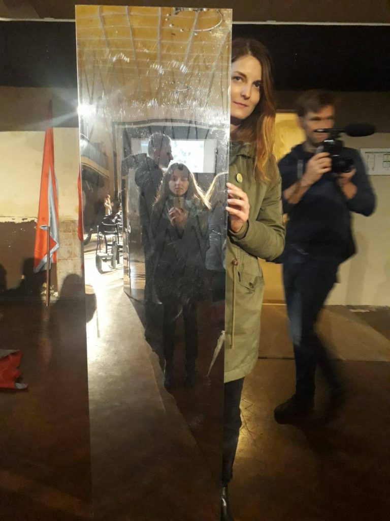 Dominika a Soňa na workshope Mirror March.